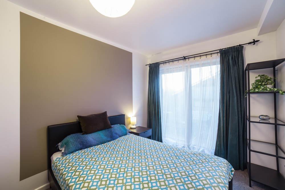 Double room with doors to garden and en-suite