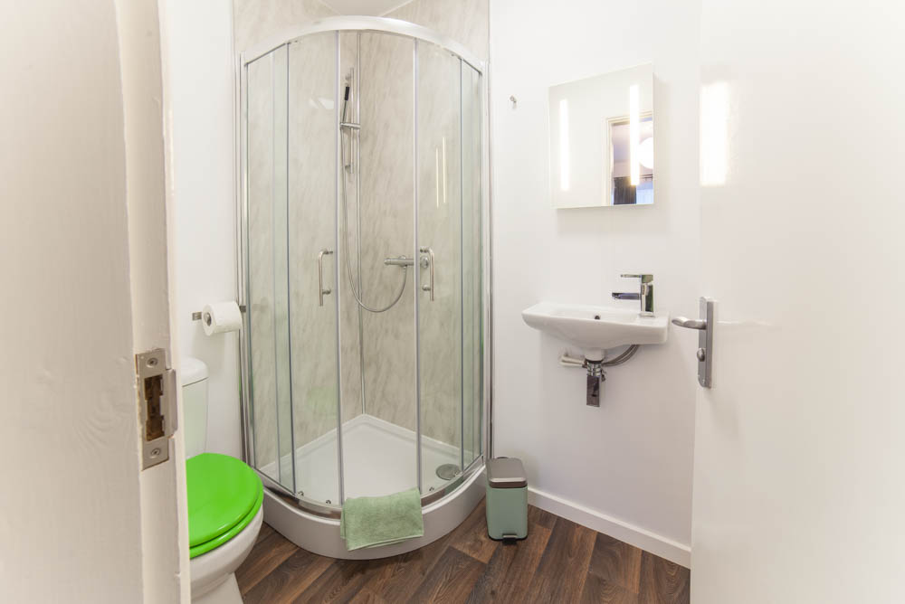 En-suite to private bedroom